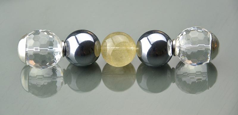 R1808022 テラヘルツ・ゴールドルチルクォーツ・カット水晶