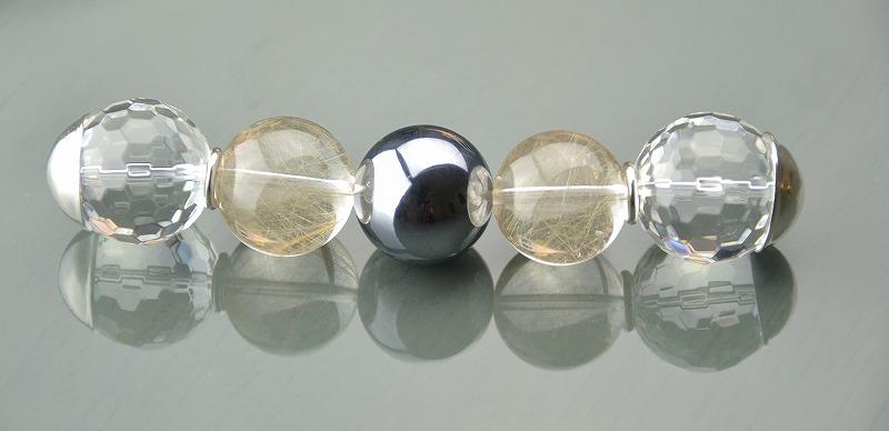 R1808028 テラヘルツ・ゴールドルチルクォーツ・カット水晶
